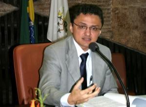 Nazareno César Moreira Reis